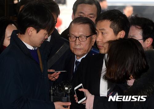 [종합2보]김기춘·조윤선 약 3시간 영장실질심사…'혐의 소명' 쟁점