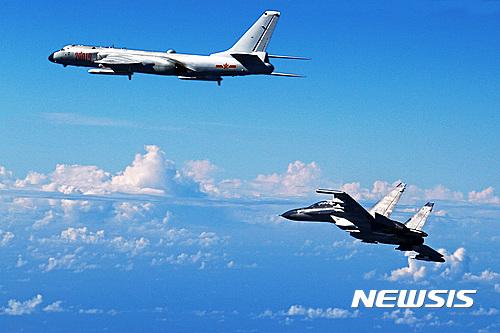중 국방부, '자국 전투기 미군 정찰기 위협비행' 부인