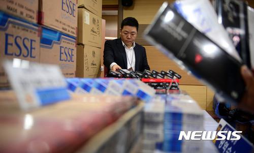 서울지방경찰청, 압수한 면세 및 해외 저가 밀수입 담배 공개