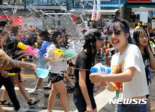춘천마임축제, 더위 식히는 물싸움