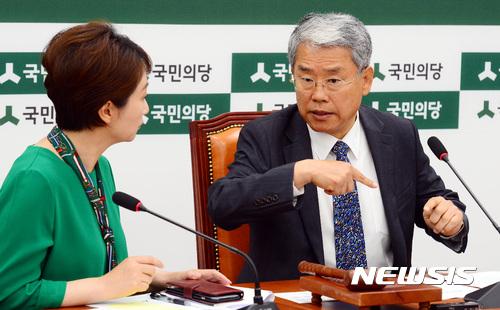 대화하는 김동철-이언주