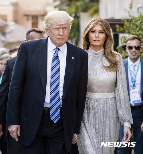 """""""은색 드레스도 괜찮아요?""""…G7서 패션감각 뽐내는 멜라니아"""