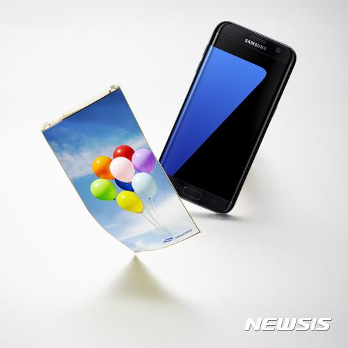 플렉시블 OLED 주도 삼성디스플레이, 중소형 디스플레이 시장서 '압도적 1위'