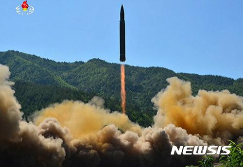 EU, ICBM 발사 북한에 대한 추가 제재 고려