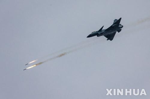 """중국 외교·국방부, 미중 전투기 초근접 비행 관련 """"美 근접정찰 중단해야"""""""
