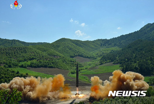 "WP ""국방부, 北 내년에 ICBM으로 미 본토 타격 가능 판단"""