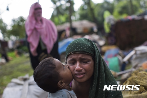 """유엔, """"방글라데시로 도망온 로힝야족 16만명 넘어"""""""