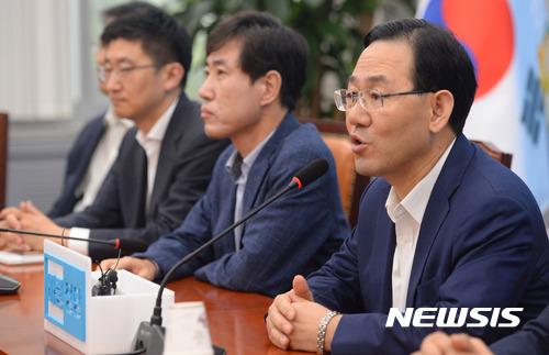 바른정당, 유승민 비대위원장 체제로 의견 모아