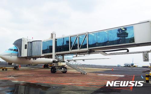 현대로템이 제작한 제주국제공항 탑승교