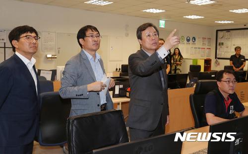 국립현대미술관 안전관리 시설 점검하는 도종환 장관
