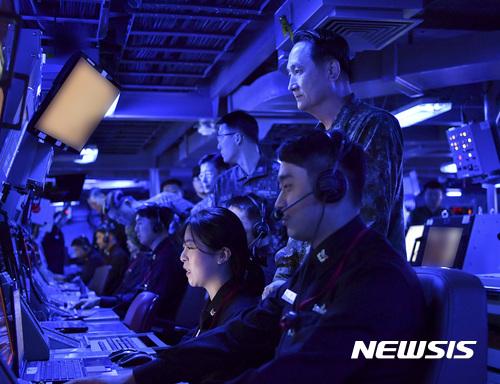 엄현성 해군참모총장, 이지스구축함 작전대비태세 점검