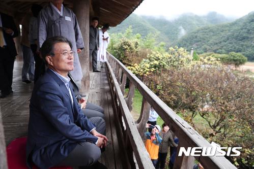 병산서원 만대루 누각의 문 대통령