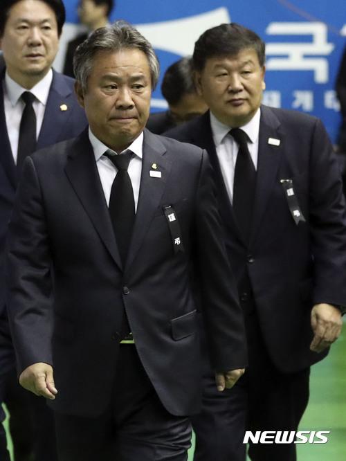 영결식 참석하는 노태강 문체부 제2차관-이기흥 회장