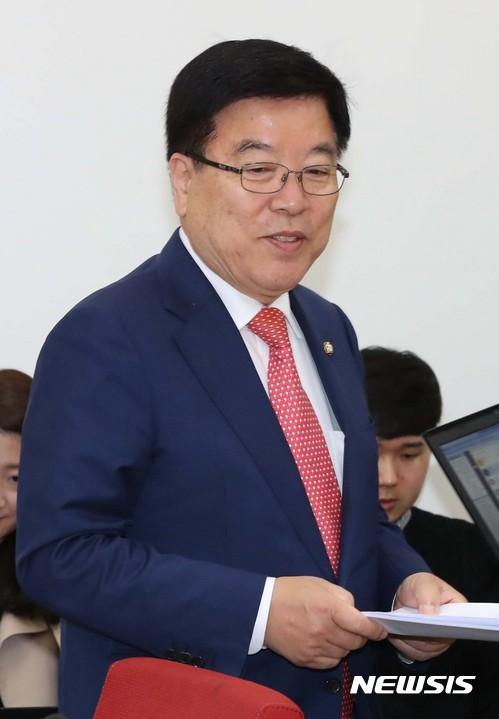 문 정부 신적폐 저지특위 회의 참석하는 김광림 위원장