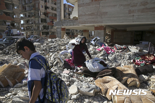 """이란 서부서 다시 규모 5.6 지진 발생...""""진원 얕아 피해 우려"""""""