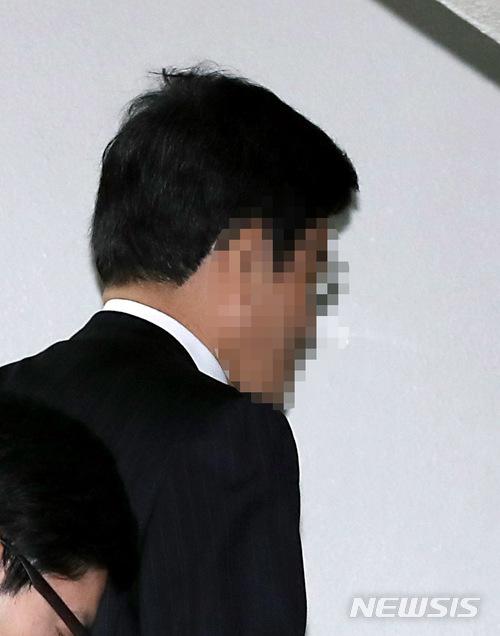 """'댓글 단장' 유성옥 """"불구속 재판 해달라"""" 보석 신청"""
