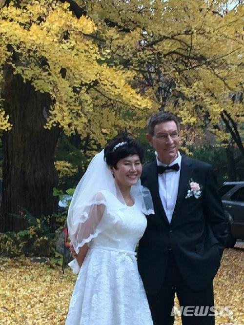 '바람의 딸' 한비야, 네덜란드 구호전문가와 지난해 결혼