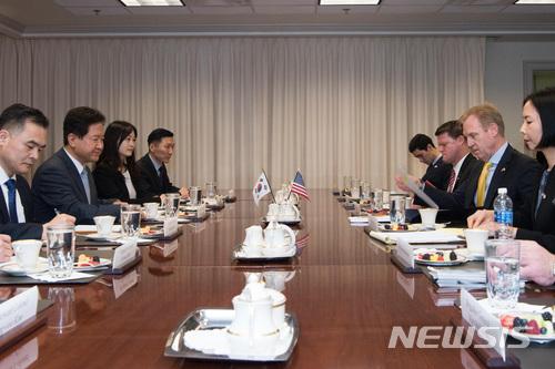 서주석 차관, 방미 중 미 국방부 샤나한 부장관 면담