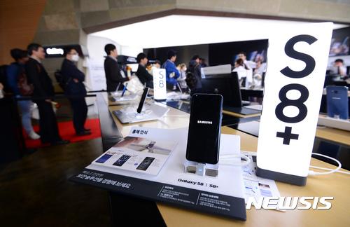 삼성디스플레이, '갤럭시S8' 패널로 환경성적표지 인증 획득