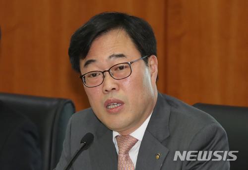 檢, '김기식 의혹' 우리은행, 거래소 등 전격 압수수색