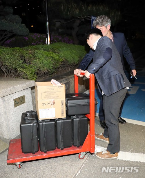 MB 댓글공작 관련 서울지방경찰청 압수수색