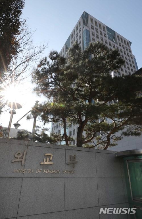 """외교부, 아베 야스쿠니 공물봉납에 """"깊은 우려와 유감"""""""