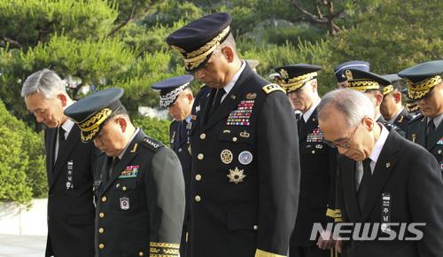 브룩스 한미연합사령관 서울현충원 참배