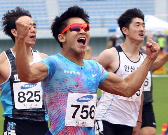 지난 6월 25일 강원도 정선 종합경기장에서 열린 KBS배 전국육상경기대회에서 100m 한국신기록을 작성한 김국영. [사진 대한육상연맹]