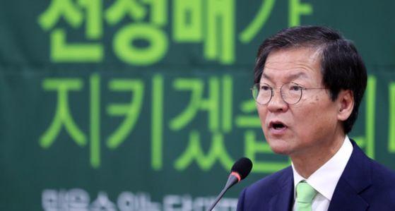 천정배 국민의당 전 공동대표가 6일 오전 국회 의원회관에서 기자회견을 열고 당대표 출마를 공식 선언했다. 박종근 기자