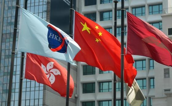 홍콩 증시에 상장한 기업은 홍콩 기업보다 홍콩외 기업이 훨씬 많다.