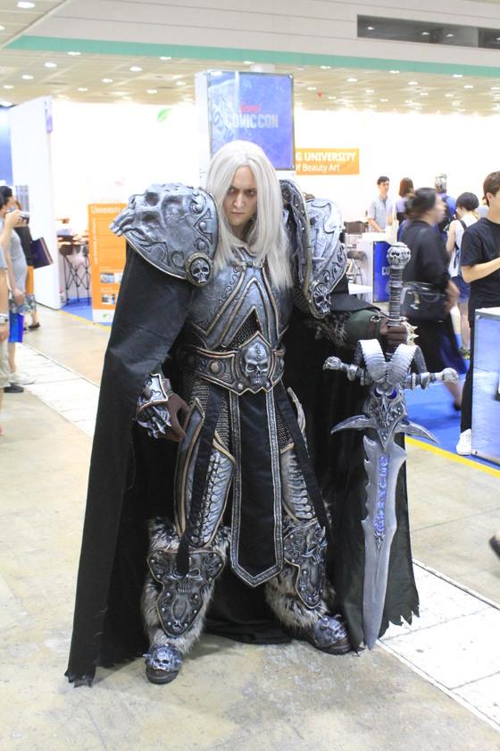 블리자드 엔터테인먼트의 MMORPG 게임 '월드 오브 워크래프트'에 등장하는'리치왕'의 코스플레이. 모델은 세계적인 프로 코스튬 플레이어아오키(Aoki).ⓒ고석희 기자