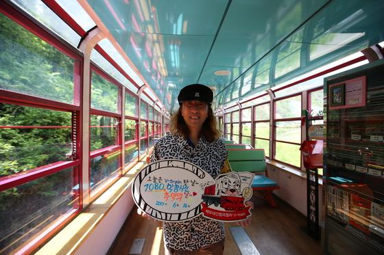 박준규씨는 관광열차를 운행하는 코레일관광개발의 자문 역할도 한다. 백두대간 협곡을 달리는 관광열차 V트레인에서. [사진 박준규]