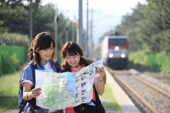 제 1회 철도사진공모전 입상작. 부제는 '우리 기차타고 어디갈까?' [사진 박준규]