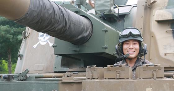 육군 3사단에서 K9 자주포 조종수로 근무 중인 이현종 하사 [사진 연합뉴스]
