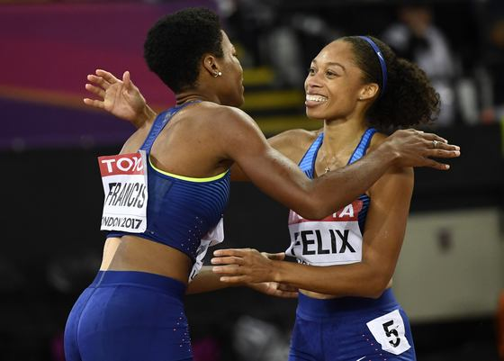 Athletics - World Athletics Championships - Women's 400 Metres Final - London Stadium, London, Britain ??? August 9, 2017. Phyllis Francis of the U.S. and Allyson Felix of the U.S. after the final. REUTERS/Dylan Martinez/2017-08-10 06:16:55/<저작권자 ⓒ 1980-2017 ㈜연합뉴스. 무단 전재 재배포 금지.>