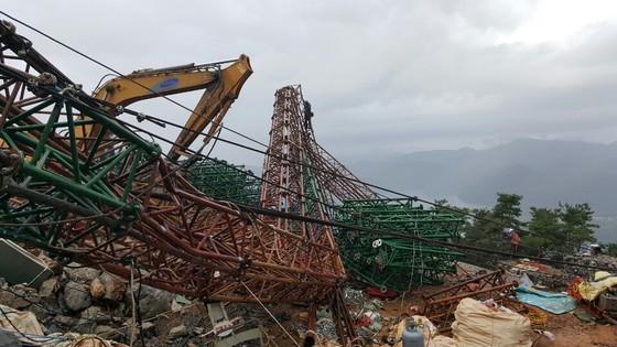 10일 오후 2시57분 충북 제천시 청풍면 비봉산 정상에서 철제 기둥이 쓰러지면서 5명의 사상자가 발생했다. [사진 제천소방서]
