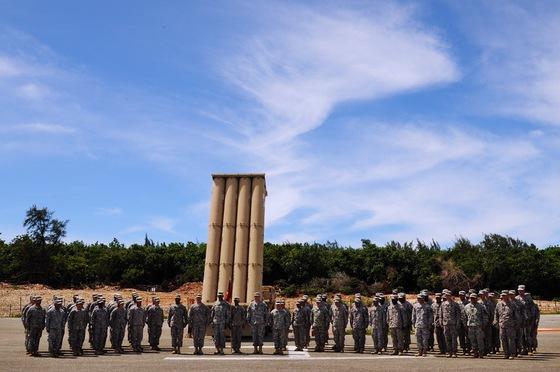 미국은 2013년 4월 사드체계를 괌의 앤더슨 공군기지에 배치했다. 빈센트 브룩스 당시 태평양사령부 육군사령관이 기지를 찾은 모습. [사진제공=미 육군]