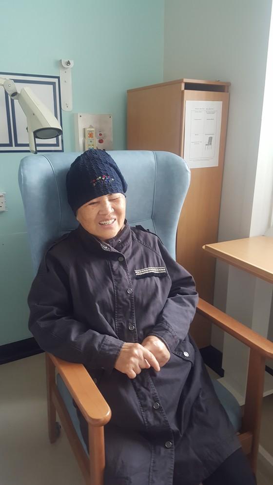 런던 테러 피해자 박모씨가 넉달 보름여 만에 현지 병원에서 귀국 준비를 하고 있다. 런던=김성탁 특파원