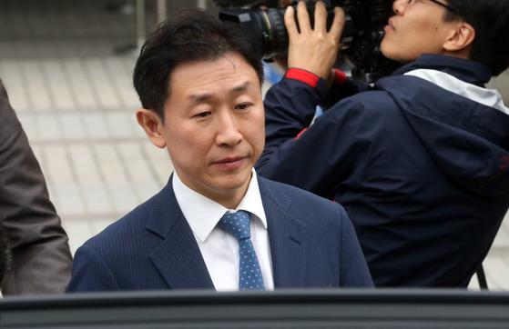 뇌물 혐의로 재판을 받아온 김형준 전 부장검사가 항소심에서 집행유예를 선고받았다. [중앙포토]