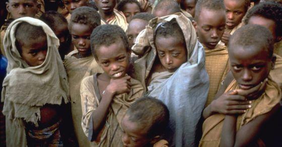 9일 국제이주기구는 이날 오전 소말리아와 에티오피아 10대 난민 50여 명이 예멘 인근 아덴만 해상에 빠져 숨지는 참사가 발생했다고 전했다. 사진은 소말리아 난민. 기사 내용과 사진은 관련 없음. [중앙포토]
