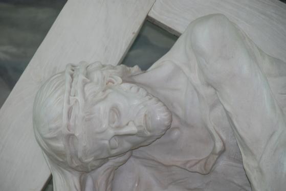 예수는 하늘나라에 가고자 한다면 자기 십자가를 짊어지라고 했다. 그게 예수가 설한 천국의 열쇠였다.