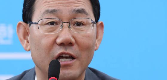 바른정당 주호영 원내대표가 11일 오전 국회에서 열린 원내대책회의에서 북핵 문제와 관련해 발언하고 있다. [연합뉴스]