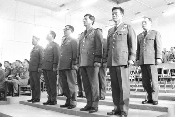 윤필용 전 수도경비사령관 등 관련피고인 10명이 쿠데타를 도모했다는 의혹으로 1973년 4월 28일 군사재판을 받고 있다.[중앙포토]