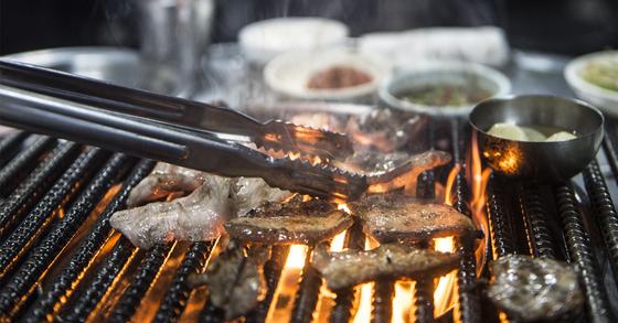 지난 1일 세종시의 한 고깃집은 밤 10시쯤에 고기가 다 떨어졌다. [중앙포토]