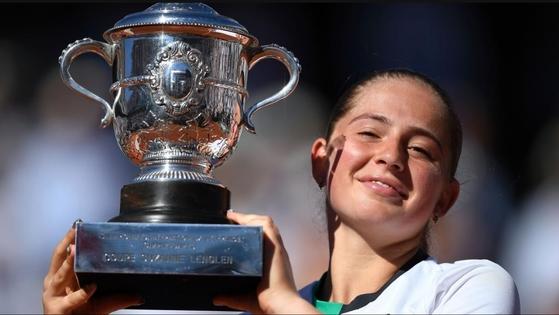 2017 프랑스오픈 여자단식에서 우승한 옐레나 오스타펜코. [사진 WTA홈페이지]