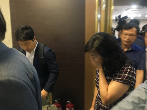 간담회 행사장을 빠져나가는 박기영 과학기술정보통신부 과학기술혁신본부장. 문희철 기자