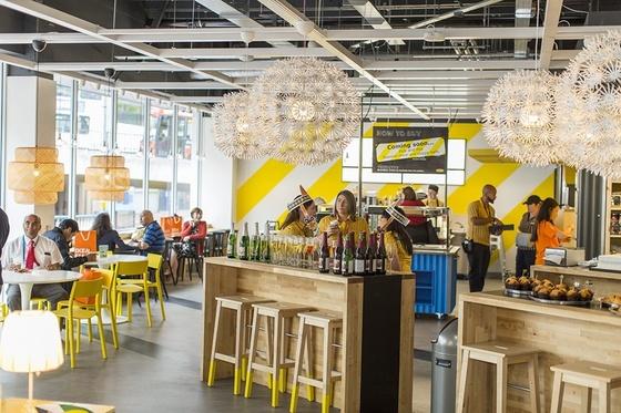 대표적 창고형 매장 유통 업체인 이케아도 특화된 소규모 매장을 늘려가고 있다. 사진은 2016년 영국 버밍햄 중심가에 개점한 이케아 소형 매장 [사진 이케아]