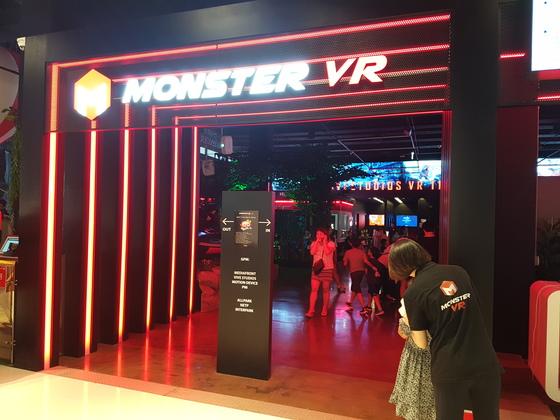 지난 4일 개장한 인천 송도 가상현실 테마파크 '몬스터VR' 입구 모습. 임명수 기자