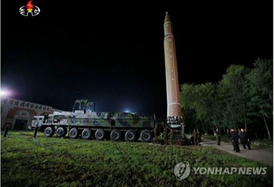지난달 28일 시험발사된 화성-14호 미사일이 발사를 위해 배치된 모습. [조선중앙TV=연합뉴스]