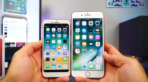 애플은 중국의 지식재산권 침해로 가장 큰 피해를 보는 미국 회사 중 하나다. 유튜브의 스마트폰 전문 매체 '에브리씽애플프로'가 최근 공개한 중국산 짝퉁 아이폰. 이 모조품(사진 위, 아래의 왼쪽)은 아이폰의 사용자 인터페이스와 제품 디자인을 거의 똑같이 베꼈다.[사진 유튜브 캡처]